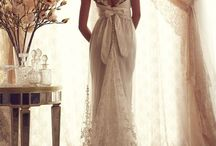 Wedding Dresses / by Alesha Van Poucke