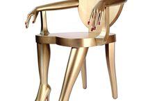 Chairs / Marquerite prit la chaise par le dossier, et la traîna, renversée, sur les pieds de derrière, qu'un tel charriage usait à la longue. Au bonheur des dames Emile Zola