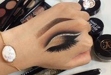 eye makeup on hand