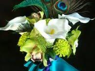 květy a peří