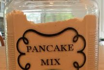 Food - Homemade Mixes and Spices / by Jamie @ Love Bakes Good Cakes