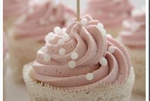 Cupcakes and Cakes / by Khrystyna Parreira