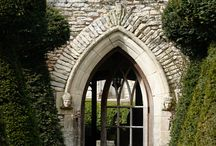 Places to Stay in the UK / Unique places to stay in the UK. Self-catering cottages in the countryside, on the grounds of Castles and Manor Houses or off-the-beaten-path hotels. #travel #Manor Houses #Castles #England