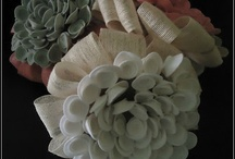 Detalles de novia / Detalles de novia, complementos... y todo lo que puedes imaginar realizado en fieltro y tela, puedes ver mas en www.lolitasfieltro.com