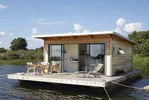 casas pequeñas en el agua