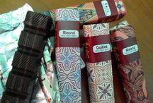 Cokelat Batik / Kemasan batiknya eksotik dan eksklusif, cocok untuk gift atau oleh-oleh di instansi dan kantor2.  Info & order : 082141512971/7CBEB6E4