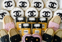Cake Chanel and cookies