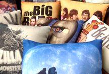Almohadones estampados / Nuestra colección de almohadones estampados mediante sublimación. Ideales para regalar, decorar la casa, la oficina, el lugar de trabajo, la sala de ensayo...lo que sea. Si tenés algún diseño en mente, ¡es posible!.