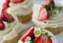 Wedding Cakes & Delicious Treats
