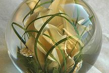 wedding flower keepsakes into lovely paperweights / Your bridal flowers preserved into a lovely hand made paperweight