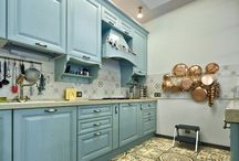 Кухни с голубыми фасадами. Light blue kitchen cabinets.