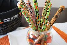 Chocolate Pretzel Wands / by Aaliyah
