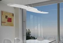 PLASMA / Colección formada por paneles circulares que utilizan tecnología LED como fuente de luz. Cada panel de 17 cm, consume 12W, emite 400Lm y el color de la luz es 3000K. Se pueden crear diferentes luminarias, dependiendo del número de paneles, de varias formas y medidas.  Las características principales son: - Diseño extraplano – 10 mm grosor - Luz totalmente uniforme - Efecto de luz muy agradable - Mayor área de iluminación - Muy bajo consumo 12W hasta 48W
