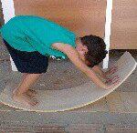 No Ateliê... / O Ateliê Giramundo desenvolve seus produtos para estimular o livre brincar e as descobertas sensoriais das crianças, respeitando seu tempo, sua autonomia e sua inteligência como agente criadora de cultura. Dentro do desenvolvimento saudável da criança, a atividade mais importante é o brincar.