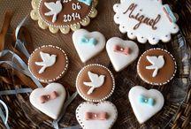 Batizado / A Beautiful preparou as tortas salgadas, o bolo, cupcakes, alfajores, cookies e brigadeiro gourmet de colher.  O chocolate utilizado nos recheios e brigadeiros é chocolate belga.