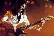 John Deacon met zijn Fender Precision uit 1966