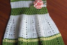 vestido blanco/verde a crochet niña
