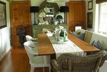 Wiklinowe fotele w domu