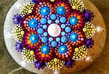 malování na kameny mandaly