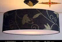 Pendellampen 60-70 cm handgefertigt. / Erhaben und elegant wirken die großen Pendelleuchten in jedem Raum. Sie übertragen die Harmonie aus Form und Farbe und der Schönheit des Stoffes auf die Umgebung. Die Leuchten sind mit einem Lichtdiffusor und einem passenden Baldachin ausgestattet.