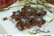 Vánoční cukroví a dekorace