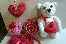 Gifts for Valentine / Some crocheted gifts for Valentine's Day. Néhány horgolt apróság Valentin napra.