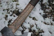 Miecze, noże i topory