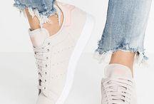 Heels & Sneaker Lover