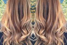 Balayage / Balayage is a French word meaning to sweep or paint. It allows for a sun-kissed natural hair color.