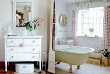 Bathrooms / by Layla Palmer