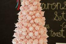 Meringue / Безе, или меренга, от французского baiser (поцелуй) и  meringue. В принципе это французский десерт, готовится путем запекания яичных белков смешанных с сахаром.