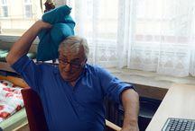 Karel Heřmánek st. / Karel Heřmánek se narodil 17. října 1947 v Praze. Po absolutoriu brněnské JAMU v roce 1972 působil jednu sezónu na scéně Divadla Na provázku. Odtud odešel s Jiřím Bartoškou a Pavlem Zedníčkem do Činoherního studia v Ústí nad Labem.V letech 1977 a 78 působil jednu sezónu v Městských divadlech pražských a poté zakotvil v Divadle Na zábradlí, kde působil v podstatě až do jeho zániku.V 90. letech se rozpadla scéna Divadla Na zábradlí a Karel Heřmánek založil nové Divadlo Bez zábradlí