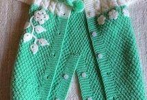 Комбинезоны, боди, шорты для малышей / Здесь собраны модели комбинезонов, штанишек, песочников, шортиков и боди, связанных спицами и крючком, а также схемы для них.