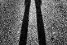 Sombras y luces / Las objetos virtuales y fugaces que se fotografían como imágenes irrepetibles