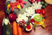 Fruit carving class / The traditional art of Thai fruit carving.