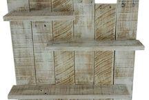 Étagères de bois
