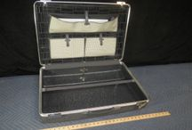 LUGGAGE & TRAVEL GARMENT BAGS / www.CalAuctions.com