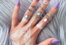 White henna tattoo