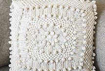 polštáře pletené a háčkované
