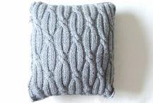 Вязанные подушки
