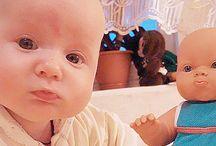 Μωρά που είναι ίδια με τις κούκλες τους / Δείτε δέκα απίστευτες φωτογραφίες μωρών που είναι ολόιδια με τις κούκλες τους και... θα μείνετε με στόμα ανοιχτό!