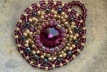 Schmuck selbstgemacht / Schmuckstücke aus Perlen und Kristallen
