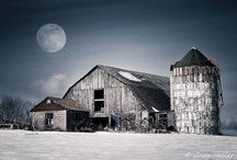 Beautiful Old Barns / by Sharelle Wormald