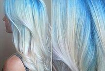 Haare blau-weißer Ombré