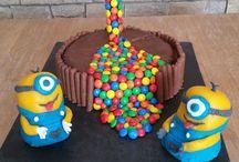 Gâteau  anniversaire gravity avec les minions
