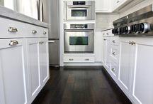 Kjøkken m/mørkt gulv