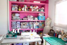 """Ateliês - Blog """"Inside the Office"""" / Fotos de ateliês que já foram fotografados para o blog """"Inside the Office"""". O site tem como foco divulgar conteúdo sobre decoração e empreendedorismo criativo.  www.insidetheoffice.com.br"""