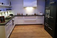 Showmodel keuken 27 / Showroomopruiming bij Grando Keukens & Bad Hoorn.   Verschillende showmodellen zoeken een nieuwe eigenaar. Wij gaan plaats maken voor de najaarscollectie van 2014 en bieden deze showkeukens aan met zeer hoge kortingen.