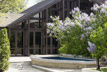 Grădina de Vară / Grădina de vară - plină de liliac, la începutul primăverii, şi oază răcoritoare în căldurile toropitoare ale verii, este o atracţie pentru parfumul şi liniştea deosebită a locului.