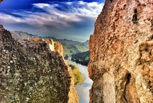 Castells / La Ribera d'Ebre és terra de castells, al llarg del curs del riu trobem diverses fortaleses d'origen medieval, andalusí i carlí.